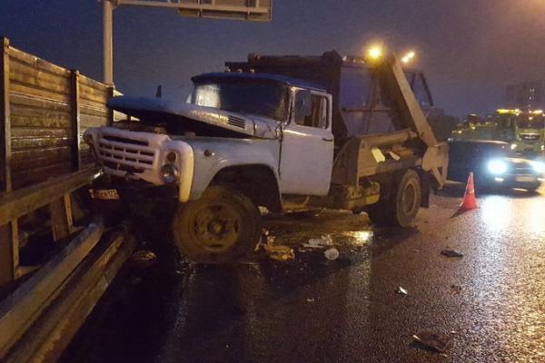 musor ДТП на МКАД в Москве, бензовоз врезался в мусоровоз